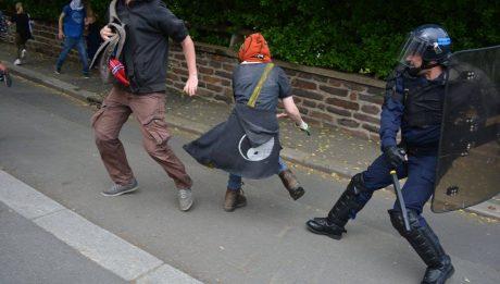 Danse du tonfa, le 17 mai 2016 à Rennes.